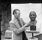 1958 - 17/07 Mr Seamus Murphy, Sculptor