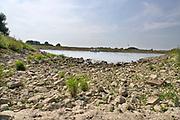 Nederland, Warnsveld, 11-8-2020 Warme zomerse dag . Op de ijssel vaart een plezierjacht. Er heerst een hittegolf . Foto: ANP/ Hollandse Hoogte/ Flip Franssen