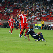 NLD/Amsterdam/20070802 - LG Amsterdams Tournament 2007, Ajax - Atletico Madrid, Maxi Rodriguez in duel met Jurgen Colin