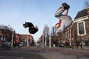 Freestylers vertonen hun kunsten op het Museumplein in Amsterdam.<br /> <br /> Freestylers at the Museumplein in Amsterdam.