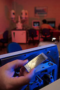 Santa Luzia_MG, Brasil...Centro de pesquisa e desenvolvimento de uma empresa. Na foto detalhe de um chip...A company research and development Center. In this photo a chip detail...Foto: LEO DRUMOND / NITRO