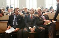 08 SEP 2003, BERLIN/GERMANY:<br /> Michael Grabner (L), Stellv. Vorsitzender der Georg von Holtzbrinck, Dr. Stefan von Holtzbrinck (M), Vorsitzender der Geschaeftsfuehrung der Georg von Holtzbrinck GmbH & Co KG, und Prof. Dr. Rainer Bechtold (R), Rechtsanwalt Holtzbrinck, vor Wiederaufnahme der muendlichen Verhandlung im Ministererlaubnisverfahren Holtzbrinck/Berliner Verlag, Hoersaal, Bundesministerium fuer Wirtschaft und Arbeit<br /> IMAGE: 20030908-01-074<br /> KEYWORDS: Tagesspiegel, Berliner Zeitung, Berliner Verlag, Übernahme, Uebernahme