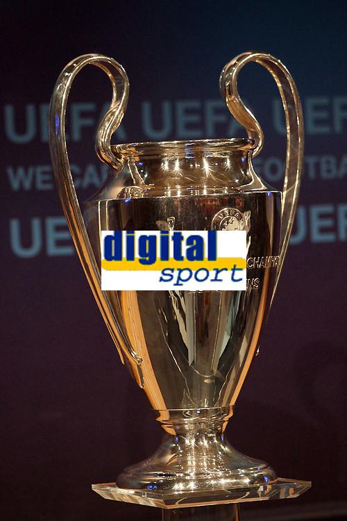 FOOTBALL - MISCS - UEFA CHAMPIONS LEAGUE 2010 - 1/8 FINAL DRAW - 18/12/2009 - PHOTO DPPI - THE CHAMPIONS LEAGUE'S TROPHY