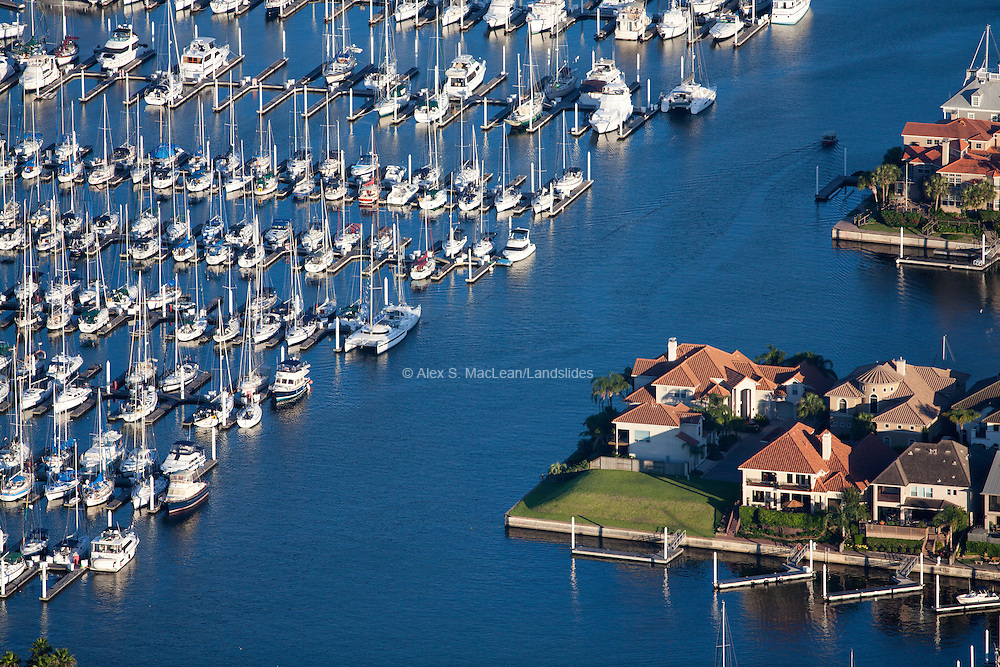 Boats and large homes on the coast in Kemah, Texas