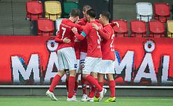 Målscorer Anders Klynge (Silkeborg IF) tiljubles efter scoringen til 2-1 under kampen i 1. Division mellem Silkeborg IF og FC Helsingør den 21. november 2020 i JYSK Park (Foto: Claus Birch).