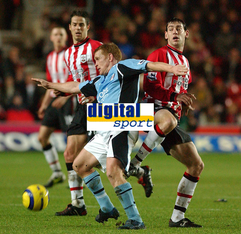 Fotball<br /> Premier League England 2004/2005<br /> Foto: SBI/Digitalsport<br /> NORWAY ONLY<br /> <br /> 05.01.2005<br /> Southampton v Fulham<br /> <br /> Southampton's Rory Delap and Fulham's Mark Pembridge