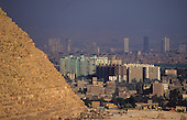 Cairo, overpopulation menaces the cultural heritage