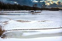 HALFWEG - ILLUSTRATIE, bewerkt, Winter 2021. AGC , De Amsterdamse Golf Club,  in de sneeuw. green hole 9.  COPYRIGHT  KOEN SUYK