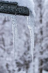THEMENBILD - Eiszapfen hängen von einer Dachrinne, aufgenommen am 3. Februar 2018 in Kaprun, Österreich // Icicles hang from a gutter in Kaprun, Austria on 2018/02/03. EXPA Pictures © 2018, PhotoCredit: EXPA/ JFK