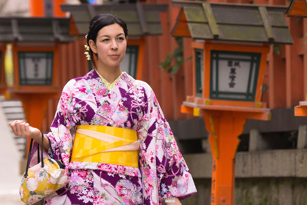 A young lady in a rented kimono enjoying the sights at Yasaka Shrine in Gion, Kyoto.