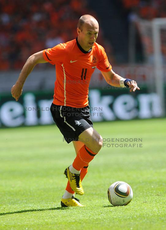 05-06-2010 VOETBAL: NEDERLAND - HONGARIJE: AMSTERDAM<br /> Nederland wint met 6-1 van Hongarije / Arjen Robben<br /> ©2010-WWW.FOTOHOOGENDOORN.NL