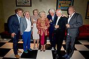 Viering van de tachtigste verjaardag van cabaretier Paul van Vliet in  Theater Carré, Amsterdam. Tijdens de eenmalige voorstelling Vandaag of morgen ter ere van zijn tachtigste verjaardag treedt Van Vliet op samen met collega-cabaretiers Youp van 't  Hek, Herman van Veen, Bert Visscher en Jochem Myjer.<br /> <br /> Op de foto:    Prinses Beatrix en prinses Laurentien met met o.a. cabaretier Paul van Vliet