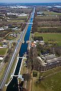 Nederland, Noord-Brabant, Gemeente Someren, 07-03-2010; Someren-Eind,.kerkdorp aan  de Zuid-Willemsvaart en Sluis 12. Het kanaal dient als lateraal kanaal van de Maas en verbindt Maastricht met Den Bosch. Het kanaal (uit 1826) is gemoderniseerd en verbreed om onderdeel uit te kunnen maken van het het hoofdvaarwegennet..Someren-Eind, parish on the South Willemsvaart witk lock. The channel serves as a lateral channel of the Meuse and connects Maastricht with Den Bosch. The channel (from 1826) is broadened and modernized in order to be part of the the main waterway sytem..luchtfoto (toeslag), aerial photo (additional fee required);.foto/photo Siebe Swart