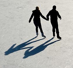 THEMENBILD - Wiener Eistraum, Eislaufen am Rathausplatz in Wien, das Bild wurde am 25. Jaenner 2012 aufgebommen, im Bild Feature eislaufendes Paerchen die sich an der Hand halten, AUT, EXPA Pictures © 2012, PhotoCredit: EXPA/ M. Gruber