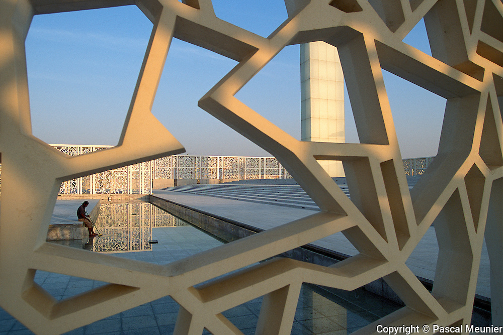 QATAR. Doha. Esplanade of the Education City...While the students attend American universities established on the campus, the Nepalese, Indiens or Bangladeshi clean the premises. Here, the esplanade of the ceremonies of the Education City, drawn by the Japanese architect Arata Isozaki..