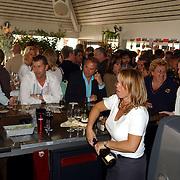 NLD/Bloemenaal/20050601 - Haringparty Showtime Noordzee FM, bar Tropen aan Zee