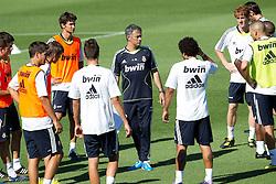 16.07.2010, Real Madrid Soccer City, Madrid, ESP, Real Madrid Training, im Bild Jose Mourinho bei der Mannschaftsbesprechung, EXPA Pictures © 2010, PhotoCredit: EXPA/ Alterphotos/ ALFAQUI/ Cesar Cebolla / SPORTIDA PHOTO AGENCY