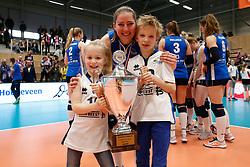 20180218 NED: Bekerfinale Eurosped - Sliedrecht Sport, Hoogeveen <br />Carlijn Ghijssen- Jans (10) of Sliedrecht Sport met Fleur en Daan <br />©2018-FotoHoogendoorn.nl