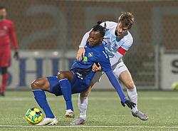 Nikolaj Hansen (FC Helsingør) og Effiong Nsungusi (HB Køge) under kampen i 1. Division mellem HB Køge og FC Helsingør den 4. december 2020 på Capelli Sport Stadion i Køge (Foto: Claus Birch).