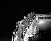 05/01/1972.01/05/1972.05 January 1972.Troops return from Cyprus to Dublin. Some of the troops disembarking from heir plane on arrival at Dublin Airport from Cyprus. Some of the troops disembarking from heir plane on arrival at Dublin Airport from Cyprus.