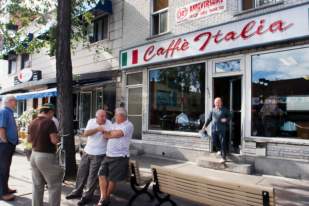 à Little Italy / La Petite Italie, Montréal, Québec, Canada, 2008 08 20. © Photo Marc Gibert / adecom.ca