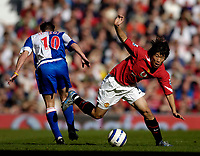 Photo: Jed Wee.<br />Manchester United v Blackburn Rovers. The Barclays Premiership. 24/09/2005.<br /><br />Manchester United's Park Ji Sung (R) spins out of a tackle by Blackburn's Paul Dickov.