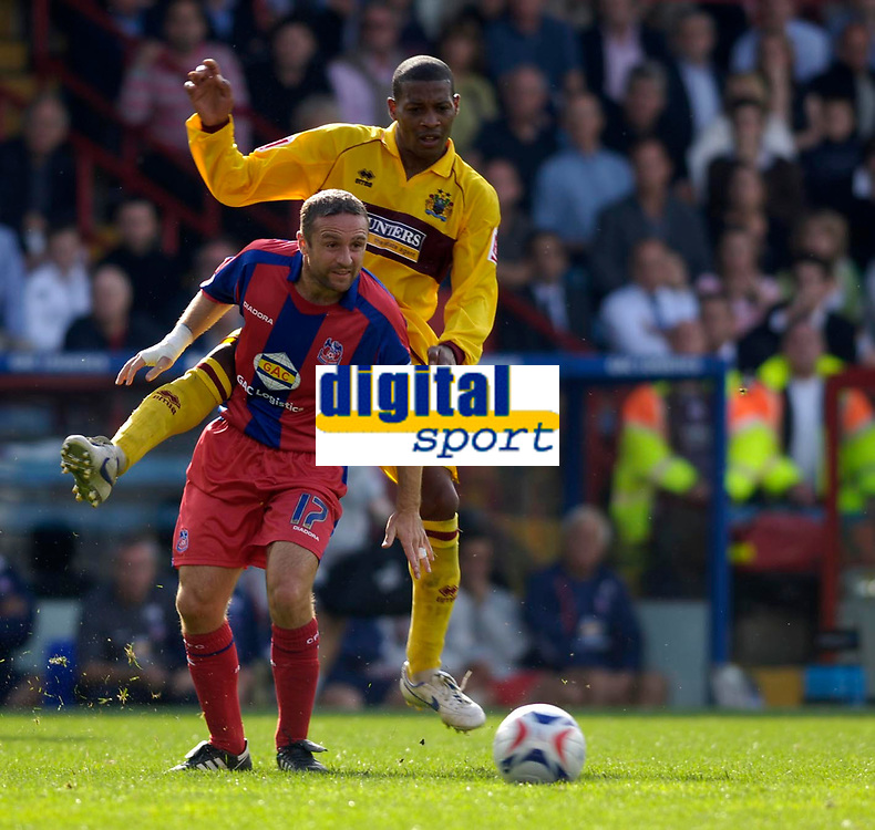 Photo: Daniel Hambury.<br />Crystal Palace v Burnley. Coca Cola Championship. 26/08/2006.<br />Palace's Michael Hughes and Burnley's Micah Hyde battle.