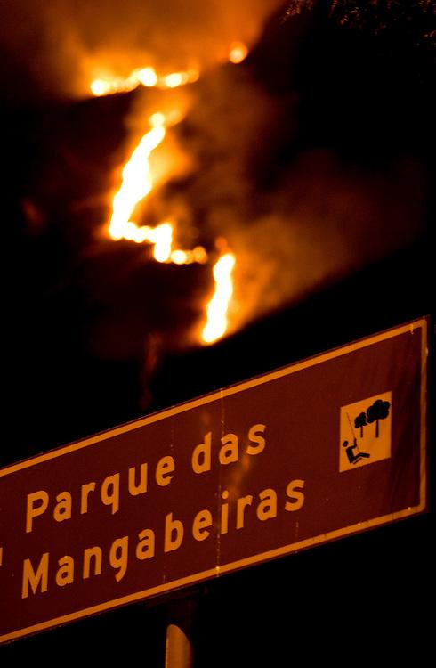 Belo Horizonte _ MG, 06 de agosto de 2007....Incendio destroi 80% da vegetacao na Serra do Cural, tradicional cartao postal da cidade de Belo Horizonte.....FOTOS: BRUNO MAGALHAES / AGENCIA NITRO