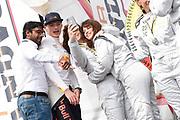 De Jumbo Racedagen, driven by Max Verstappen op Circuit Zandvoort. / The Jumbo Race Days, driven by Max Verstappen at Circuit Zandvoort.<br /> <br /> Op de foto / On the photo: Max Verstappen maakt eenselfie met Ellen ten Damme , Barbara Barend