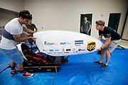 Het team zet de VeloX in de tijdelijke werkplaats. In september wil het Human Power Team Delft en Amsterdam, dat bestaat uit studenten van de TU Delft en de VU Amsterdam, tijdens de World Human Powered Speed Challenge in Nevada een poging doen het wereldrecord snelfietsen voor vrouwen te verbreken met de VeloX 7, een gestroomlijnde ligfiets. Het record is met 121,44 km/h sinds 2009 in handen van de Francaise Barbara Buatois. De Canadees Todd Reichert is de snelste man met 144,17 km/h sinds 2016.<br /><br />With the VeloX 7, a special recumbent bike, the Human Power Team Delft and Amsterdam, consisting of students of the TU Delft and the VU Amsterdam, also wants to set a new woman's world record cycling in September at the World Human Powered Speed Challenge in Nevada. The current speed record is 121,44 km/h, set in 2009 by Barbara Buatois. The fastest man is Todd Reichert with 144,17 km/h.