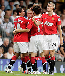22.08.2010, Craven Cottage, London, ENG, PL, FC Fulham vs Manchester United, im Bild Paul Scholes of Manchester Utd celebration for this goal  in Fulham v Manchester United for the EPL . EXPA Pictures © 2010, PhotoCredit: EXPA/ IPS/ Marcello Pozzetti +++++ ATTENTION - OUT OF ENGLAND/UK +++++ / SPORTIDA PHOTO AGENCY