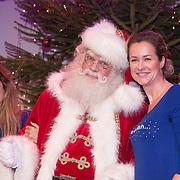 NLD/Hilversum /20131210 - Sky Radio Christmas Tree For Charity 2013, Danie Bles en Paulien Huizinga met de kerstman