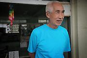 Sato-san est réfugié du centre depuis le début. Il ne sait quand il pourra accéder aux logement proposés par le gouvernement ni si un jour sa vie reprendra une normalité.