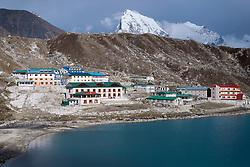 """THEMENBILD - Die Ortschaft Gokyo an einem der gleichnamigen Seen. Wanderung im Sagarmatha National Park in Nepal, in dem sich auch sein Namensgeber, der Mount Everest, befinden. In Nepali heißt der Everest Sagarmatha, was übersetzt """"Stirn des Himmels"""" bedeutet. Die Wanderung führte von Lukla über Namche Bazar und Gokyo bis ins Everest Base Camp und zum Gipfel des 6189m hohen Island Peak. Aufgenommen am 13.05.2018 in Nepal // Trekkingtour in the Sagarmatha National Park. Nepal on 2018/05/13. EXPA Pictures © 2018, PhotoCredit: EXPA/ Michael Gruber"""