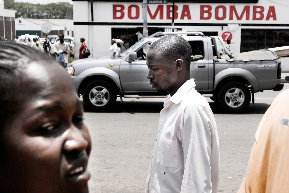 Harare, Zimbabwe 17 November 2007<br /> People walking through the animated centre of Harare<br /> Photo: Ezequiel Scagnetti