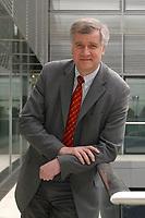 08 APR 2003, BERLIN/GERMANY:<br /> Horst Seehofer, CSU, Stellv. CDU/CSU Fraktionsvorsitzender und Bundesgesundheitsminister a.D., Deutscher Bundestag<br /> IMAGE: 20030408-02-014