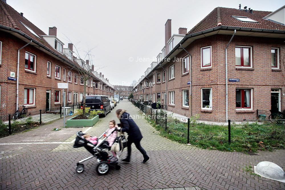 Nederland, Amsterdam , 4 december 2013.<br /> De Zwaluwstraat in Amsterdam Noord. 1 van de armere buurten van Amsterdam.<br /> Residents in the poorer districts of Amsterdam.