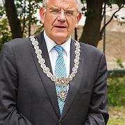 NLD/Utrecht/20160518 - Bezoek Koning Willem-Alexander aan het Hubrecht Instituut Utrecht, burgemeester Jan van Zanen