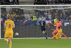 October 5, 2018 - Saint-Etienne - Stade Geoffroy G, France - Sarah Bouhaddi et Julie Deberver (france) vs Caitlin Foord  (Credit Image: © Panoramic via ZUMA Press)