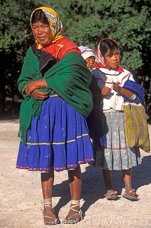 MEXICO, NORTH, CHIHUAHUA STATE Copper Canyon or Barranca del Cobre in the Sierra Madre; Tarahumara Indians, mother and child; near Creel