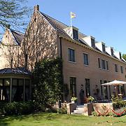 NLD/Wassenaar/20050717 - Fotosessie prins Willem - Alexander, prinses Maxima, Amalia en Alexia, landgoed de Horsten, woning