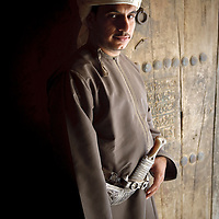 Al-Hamra, Sultanate of Oman - 27 November 2008.Omani man poses for the photographer...Photo: EZEQUIEL SCAGNETTI.