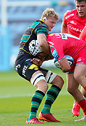 Northampton Saints lock David Ribbans holds Sale Sharks hooker Curtis Langdon in a head lock during the Gallagher Premiership Rugby match Northampton Saints -V- Sale Sharks at Franklin's Gardens, Northamptonshire ,England United Kingdom, Tuesday, September 29, 2020. (Steve Flynn/Image of Sport)