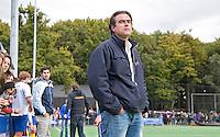 GROENEKAN - Coach Peter Kalfsterman van hockeyclub Voordaan tijdens de hoofdklasse hockeywedstrijd tussen de mannen van Voordaan en Bloemendaal (3-7). FOTO KOEN SUYK