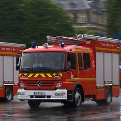 Préparatifs et défilé sous la pluie du 14 juillet 2010 sur les champs Elysées, avec pour invités d'honneur les pays africains.<br /> Juillet 2010 / Paris (75) / FRANCE<br /> Voir le reportage complet (70 photos)<br /> http://sandrachenugodefroy.photoshelter.com/gallery/2010-07-Ceremonies-du-14-juillet-a-Paris-Complet/G00007_GFumdgZGA/C0000yuz5WpdBLSQ