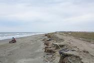 Vägen till soptippen har förstörts genom erodering. Stranden används istället för att köra på. Shishmaref, Alaska, USA<br /> <br /> Fotograf: Christina Sjögren<br /> <br /> Photographer: Christina Sjogren<br /> Copyright 2018, All Rights Reserved