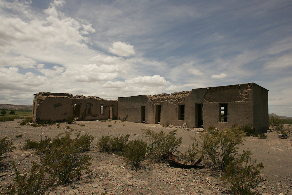 Ruins of an old house between Presidio and Lajitas, just off the Rio Grande