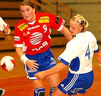 Håndball, damer 07.09.2003, Byåsen - Nordstrand 21-26, Kari Marte Aftret Ready, Byåsen, Mari Hegna, Nordstrand<br /><br />Foto:Carl-Erik Eriksson, Digitalsport