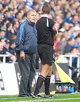 Photo: Daniel Hambury.<br />Reading v Ipswich Town. Coca Cola Championship.<br />16/10/2005.<br />Ipswich's manager Joe Royle ask linesman S.P. Beck about a desicion.