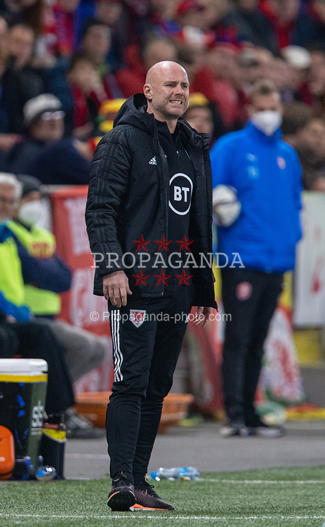 PRAGUE, CZECH REPUBLIC - Friday, October 8, 2021: Wales' manager Robert Page during the FIFA World Cup Qatar 2022 Qualifying Group E match between Czech Republic and Wales at the Sinobo Stadium. The game ended in a 2-2 draw. (Pic by David Rawcliffe/Propaganda)
